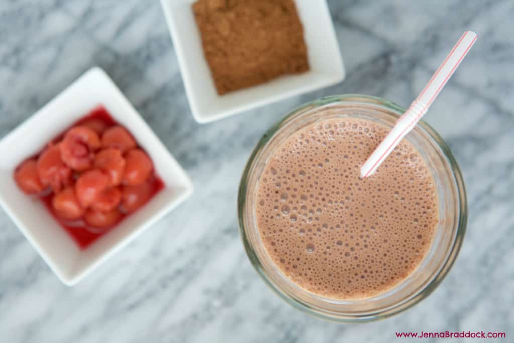 Looking for the BEST foods your body after a workout? Try this easy Chocolate Tart Cherry Smoothie; it's loaded with everything your body needs to fully recover. #MakeHealthyEasy | @JBraddockRD www.JennaBraddock