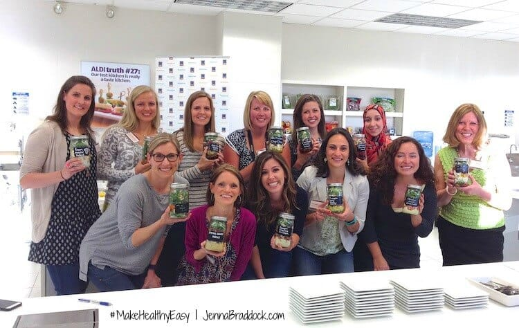 ALDI test kitchen: mason jar salad blogger challenge. #MakeHealthyEasy via @JBraddockRD  https://jennabraddock.com