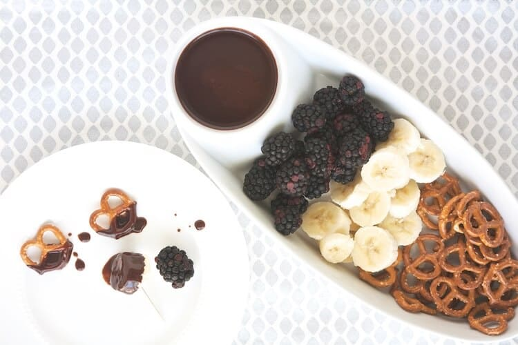 Looking for a dessert recipe to accommodate different eating styles? Try this easy Vegan Chocolate Fondue by #MakeHealthyEasy. EVERYONE at your party will love it. Using cashew milk helps lighten the calories and fat without sacrificing taste.