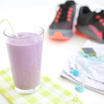 Should Athletes Eat a Nighttime Snack? Get the quick answers along with the perfect recipe for a Wild Blueberry Nighttime Power Smoothie.