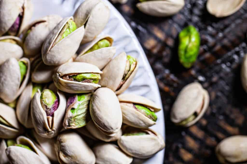 5 reasons pistachios make healthy easy